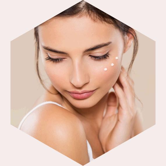 Kosmetikbehandlung im Kosmetikstudio hautnah